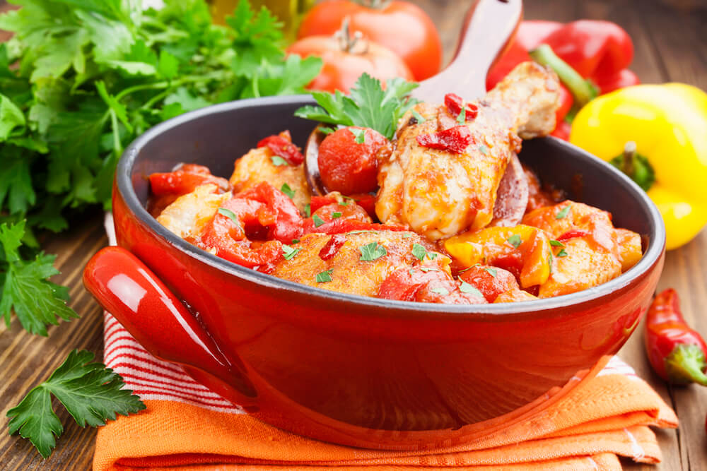 Chicken in a sauce of tomato and pepper